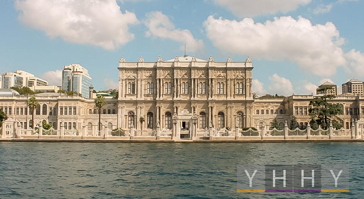 Дворец Долмабахче в Стамбуле
