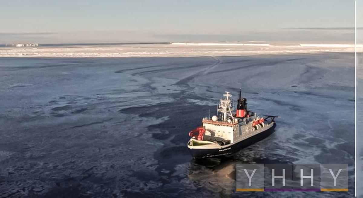 Немецкий корабль Polarstern проплыл над мега-айсбергом A74