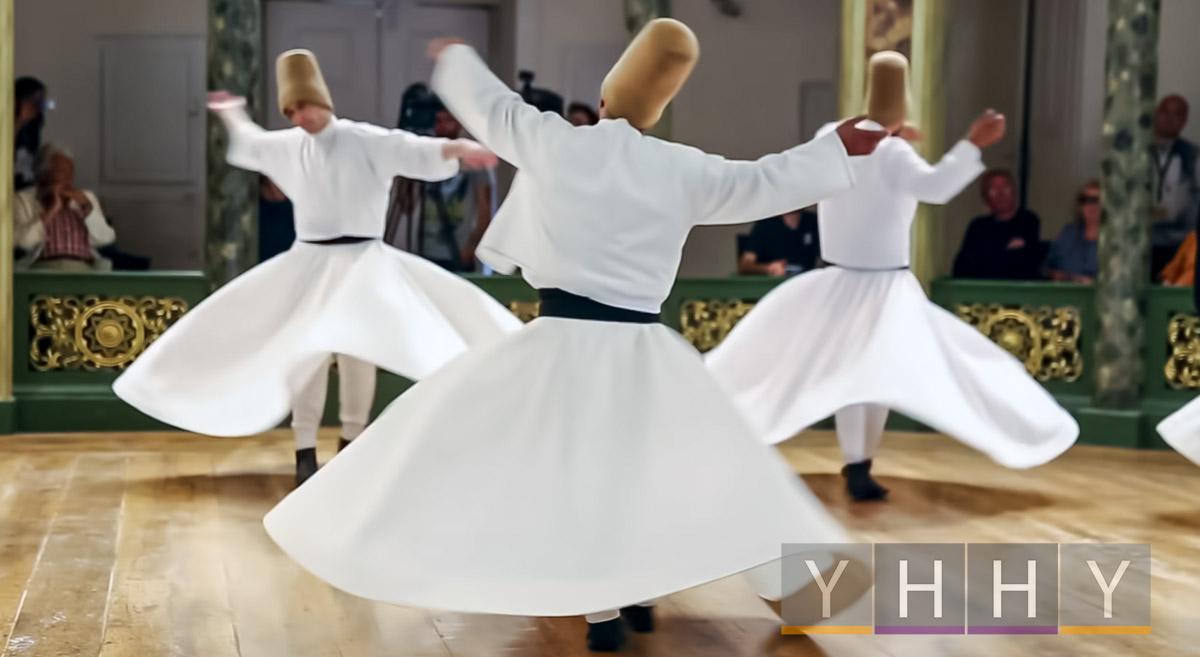 Шоу-танец крутящихся дервишей в Стамбуле