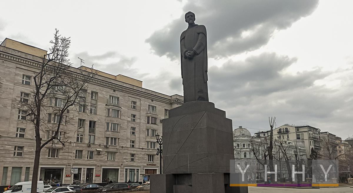 Памятник Клименту Тимирязеву на Тверском бульваре в Москве