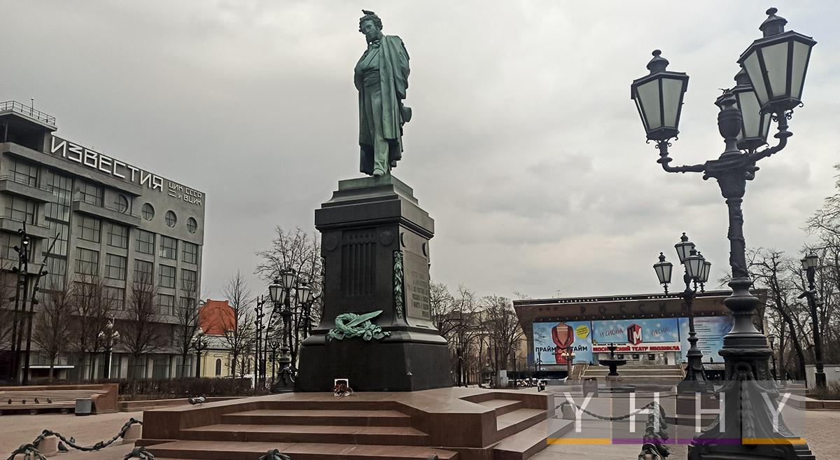 Памятник Пушкину на Пушкинской площади в Москве