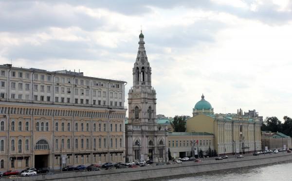 При реконструкции Софийской набережной в центре Москвы, найден клад начала 19 века.